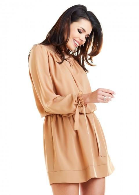 Klasyczna sukienka z długim rękawem camel