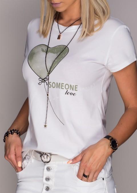 Włoski t-shirt Someone Love z zielonym nadrukiem