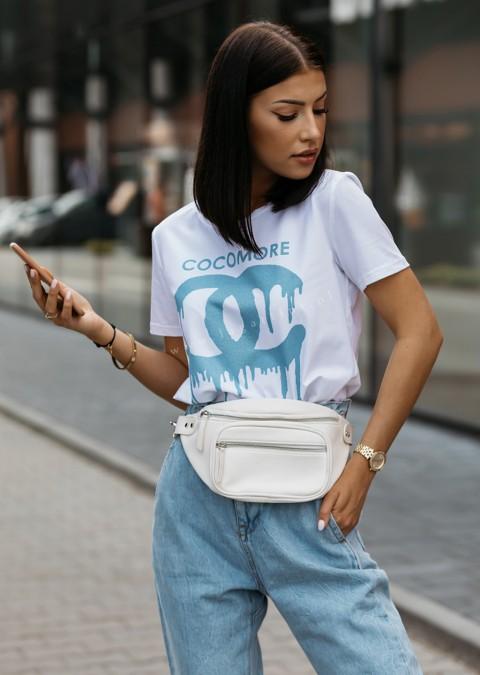 T-shirt Cocomore CC biały z niebieskim zdobieniem