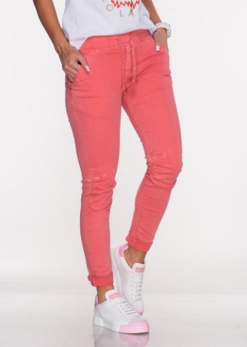 Włoskie jeansy VENETO elastyczny pas malinowe