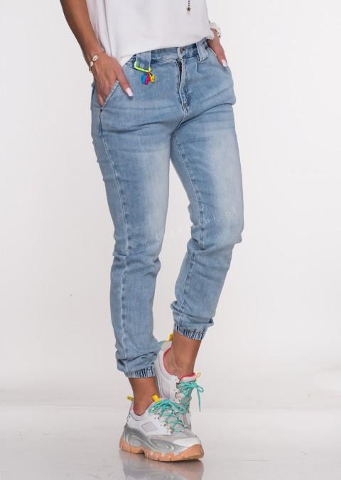 Włoskie jeansy JOGGERY BERGAMO jasny jeans