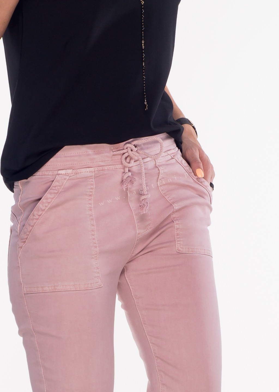 Włoskie jeansy SZNUREK PUSH UP pudrowy róż