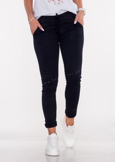Włoskie jeansy SZNUREK PUSH UP czarne /1