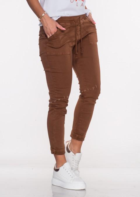 Włoskie jeansy SZNUREK PUSH UP brązowy